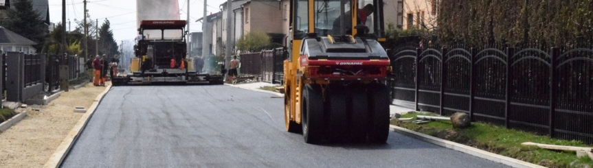 Drogowcy kładą asfalt na ul. Wiślnej Kliknięcie w obrazek spowoduje wyświetlenie jego powiększenia