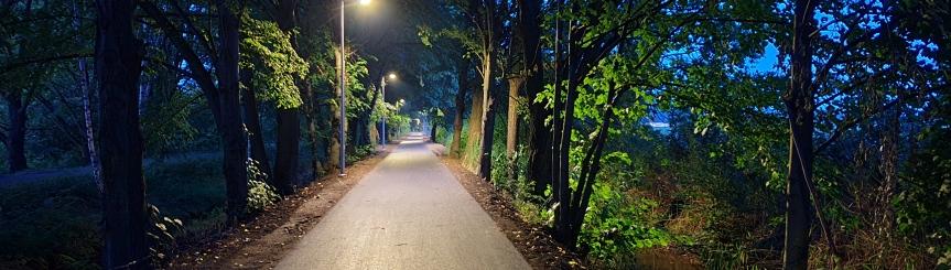 Ul. Bór II z asfaltem i oświetleniem Kliknięcie w obrazek spowoduje wyświetlenie jego powiększenia