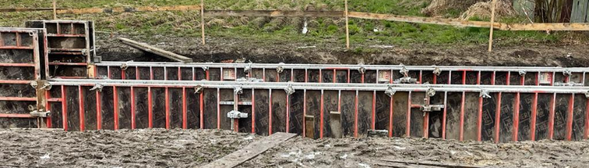 Zdjęcie przedstawia teren robót budowy zbiornika retencyjnego w rejonie ul. Zimowej